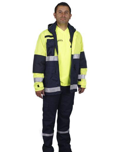 Chaqueta combinada alta visibilidad, pantalón con reflectivo.
